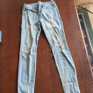 Girl's Junior ripped jeans